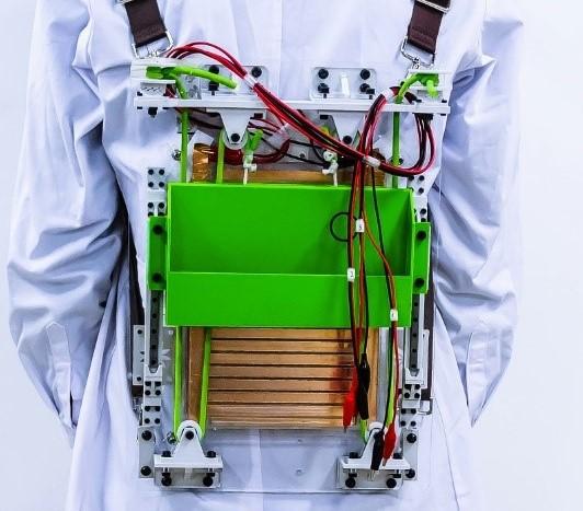 """清华团队提出""""悬浮式""""能量收集与减负背包"""