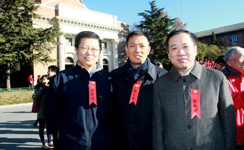 喵网彩票我校学生在南京大屠杀死难者国家公祭日举行祭扫活动