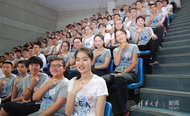 """""""智能制造与机器人技术和产业发展高端论坛""""在我校举行"""