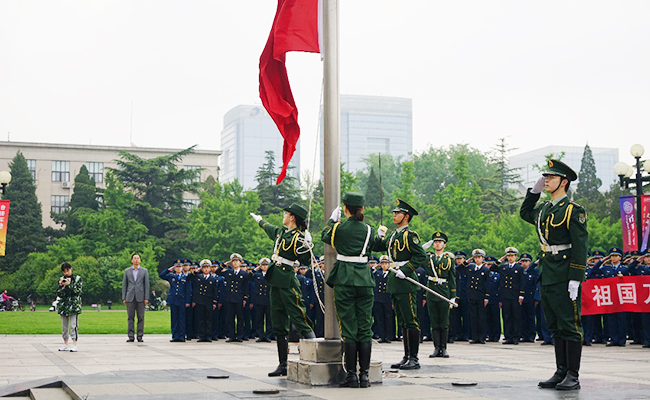 武汉市公安局党委书记、局长李义龙来我院考察